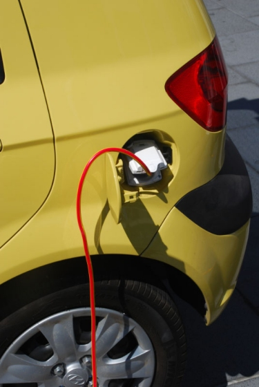 Image:Electric car Blade Getz fill up.jpg
