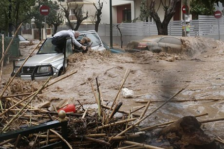 Image:2013-02-22 Athens floods car.jpg